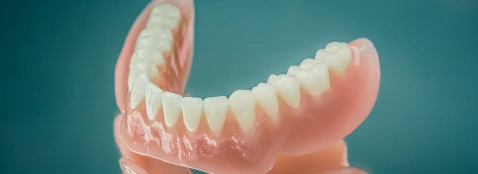 proteze mobile dentare pe implant